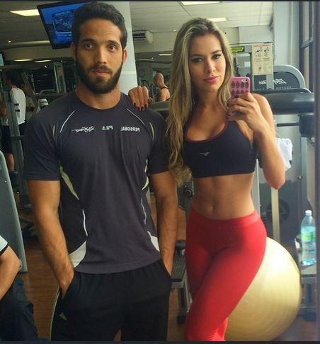 Ex-BBB Adriana mostra barriga sequinha (Foto: Reprodução/Instagram)