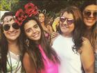 Giovanna Lancellotti faz charme em bloco com orelhas de Minnie