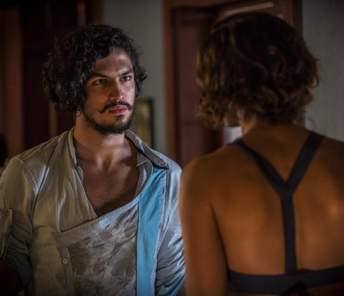 Miguel é duro com Tereza (Foto: Inácio Moraes/Gshow)