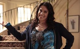 Com novo visual, Mulher Pau de Jacu faz a fina ao posar na mansão de Bárbara Ellen