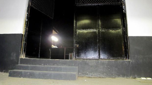 Portão de saída da ambulância estádio santos (Foto: Marcelo Hazan / Globoesporte.com)