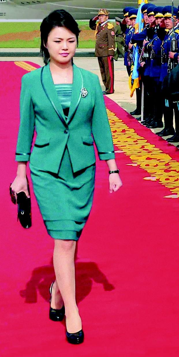 Sempre sóbria, a primeira-dama Ri Sol Ju inspirou uma febre por saltos altos (Foto: Getty Images)