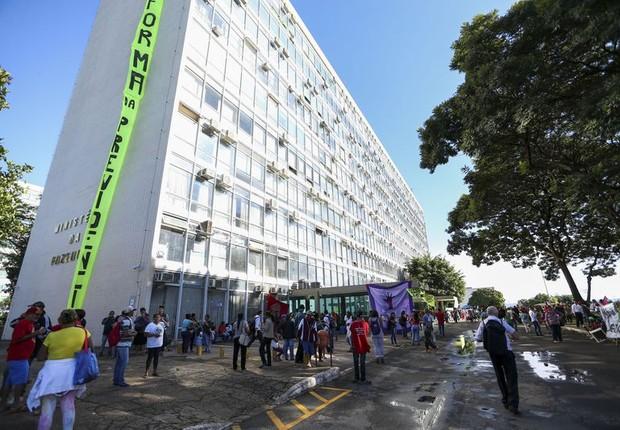 Ministério da Fazenda é ocupado por manifestantes (Foto: Marcelo Camargo/Agência Brasil)