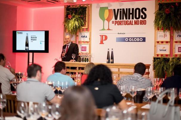 oto de uma prova conduzida pelo único Master of Wine de língua portuguesa, o brasileiro Dirceu Vianna Júnior (Foto: Reprodução)