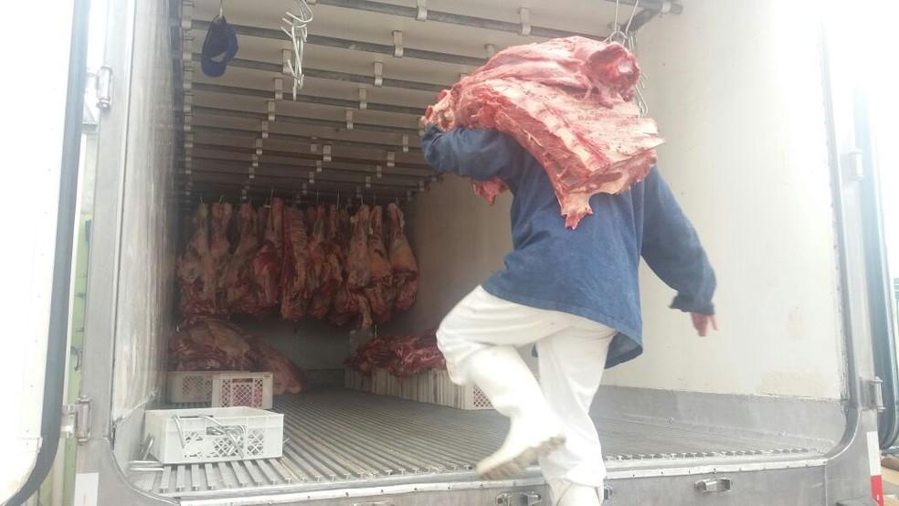 Mercadoria estava na câmara fria de um supermercado (Foto: Polícia Civil/Divulgação)