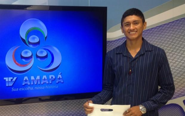 O universitário não escondeu a felicidade em conhecer a TV Amapá. (Foto: Rodrigo Sales/Tv Amapá)