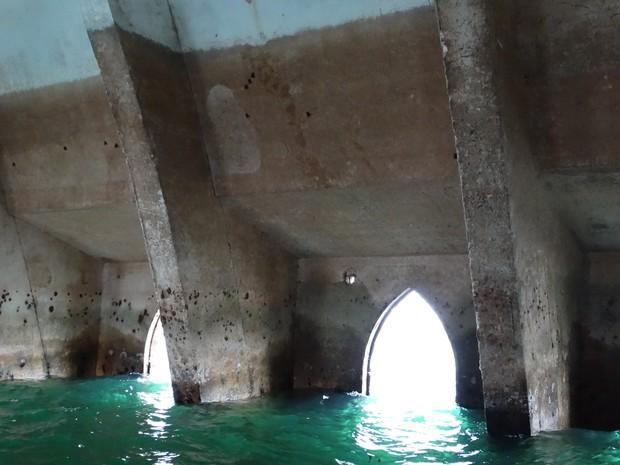 Interior da igreja com a estiagem (Foto: Paula Cavalcante/ G1)