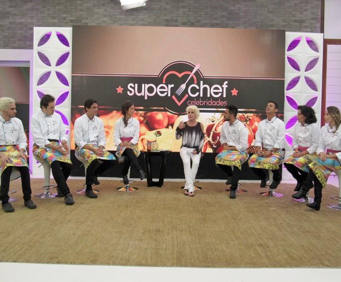 Participantes do Super Chef Celebridades conversam com Ana Maria (Foto: Priscilla Massena/Gshow)