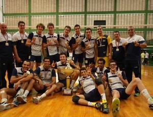 Jogadores do vôlei masculino de São José comemoram ouro nos Jogos Abertos (Foto: Antonio Basílio/ Divulgação PMSJC)