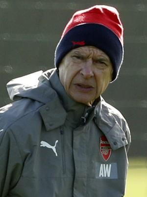 Arsene Wenger no treino do Arsenal (Foto: REUTERS)