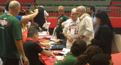 Júnior chegou para votar às 15h18 ao Ginásio Hélio Maurício (Foto: Vicente Seda/GloboEsporte.com)