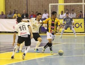 Tigre não consegue sair da marcação do Corinthians e fica com o vice (Foto: Zerosa Filho / CBFS)