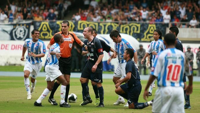 Árbitro Ricardo Marques Ribeiro no Re-Pa de 2009 (Foto: Marcelo Seabra/O Liberal)