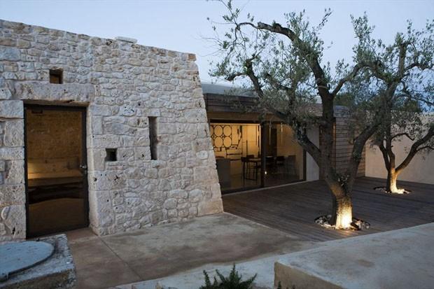 Reforma triplica casa de pedra na it lia casa vogue arquitetura - Maison loliveraie casa nel bosco di ulivi ...