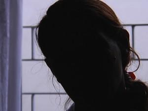 Mãe que abandonou recém-nascida quer criança novamente e diz que se arrependeu (Foto: Reprodução / TV TEM)