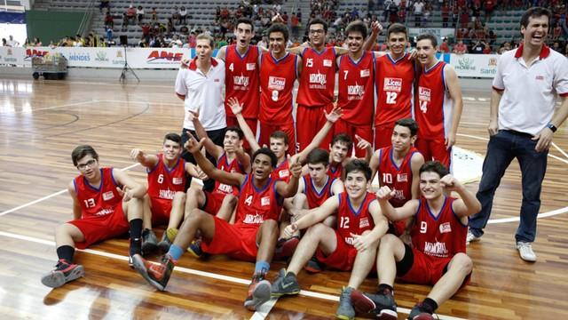 Liceu Santista venceu a 1ª Copa TV Tribuna de Basquete Escolar contra o colégio  Professor Armando Bellegard (Foto: José Luiz Borges)