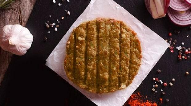 O hambúrguer do No Bones pode ser de feijão, grão de bico, quinoa, ervilha ou lentilha  (Foto: Divulgação)