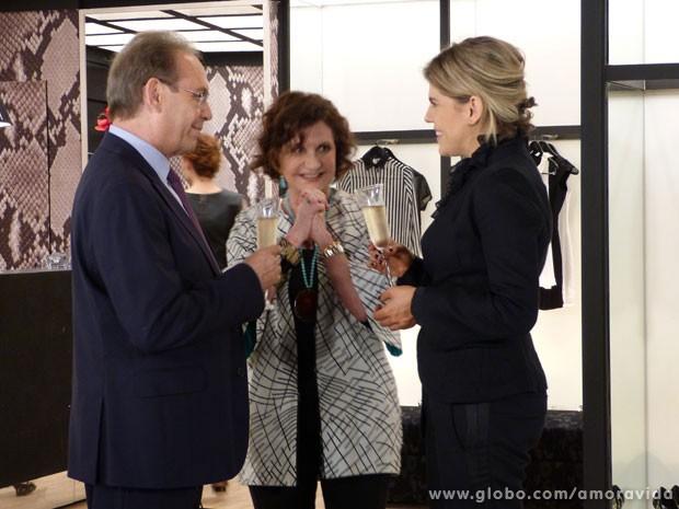 Tamara adora o clima entre Herbert e Edith (Foto: Amor à Vida / TV Globo)