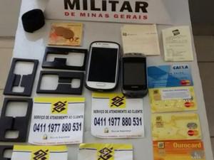 Material apreendido com mulheres em Divinópolis (Foto: Polícia Militar/ Divulgação)