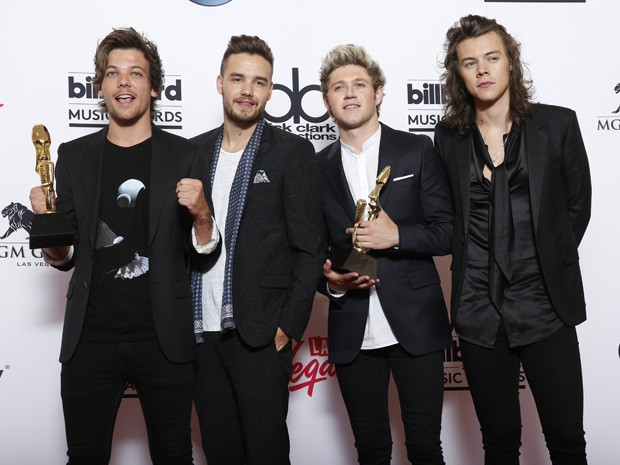 One Direction posa com dois prêmios do Billboard Music Awards 2015 (Foto: Eric Jamison/Invision/AP)