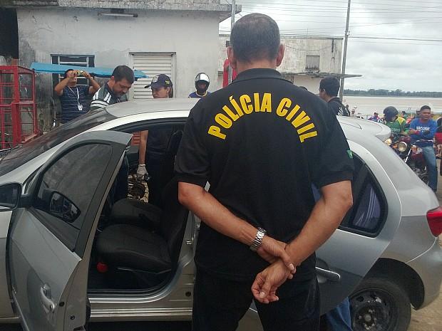 Carro estava em um posto de combustível (Foto: Manoel Cruz/TV Amazonas)