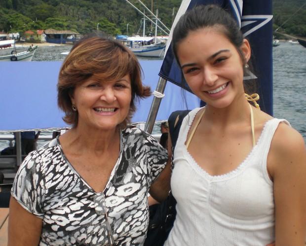 Ariane Batistela posa com sua mãe (Foto: Arquivo Pessoal)