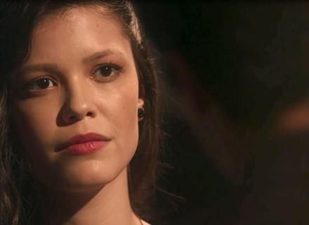Maria Vitória é surpreendida com declaração de amor de Vicente