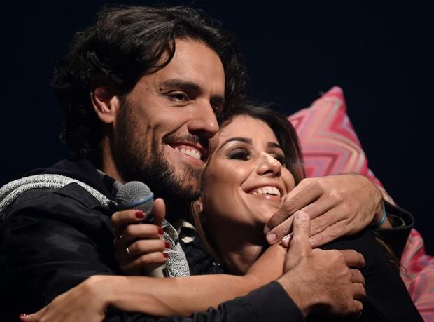 Paula Fernandes e  Thiago Arancam (Foto: Douglas Magno)
