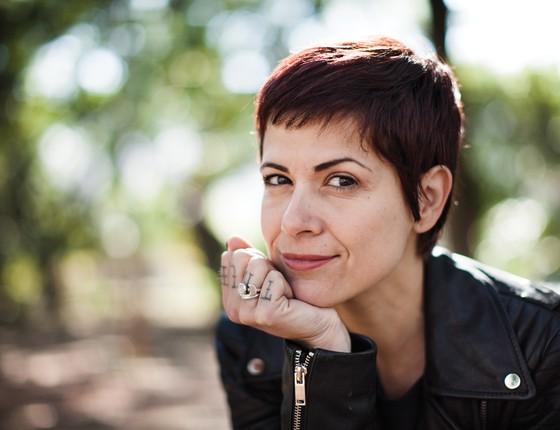 """Gaía Passarelli: """"Não foi um livro que sentei e pensei que seria sobre empoderamento feminino. Foi acontecendo enquanto escrevia. Talvez por isso seja tão sincero"""" (Foto: João Kehl)"""