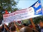 Militantes do PT fazem manifestação em frente ao Instituto Lula