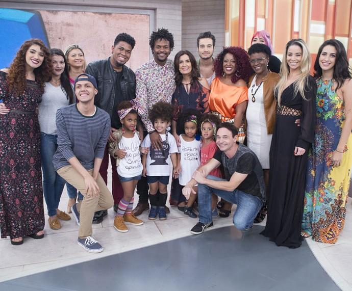 Fátima com todos os convidados desta segunda-feira, 9/5 (Foto: Fábio Rocha/Gshow)