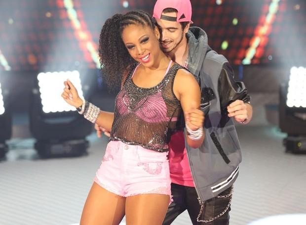 Negra Li e o parceiro Edgar Fernandes na Dança dos Famosos (Foto: Carol Caminha/ Gshow)