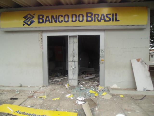Explosão ocorreu na madrugada da sexta-feira (30) para este sábado (31) (Foto: Luiz Carlos Collar/ Blog Jataúba News)