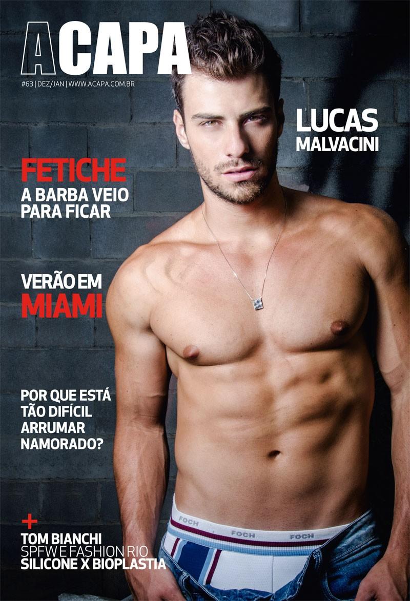 Lucas Malvacini posa para revista (Foto: Léo Castro / Divulgação)