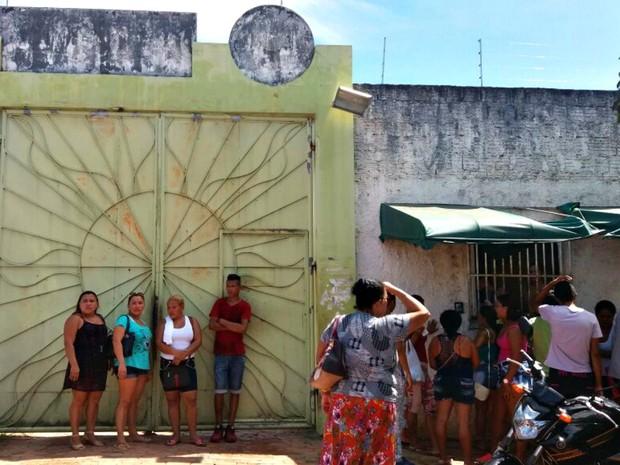 Revolta ocorreu na manhã desta quarta-feira (20) em centro de Rio Branco  (Foto: Iryá Rodrigues/G1)