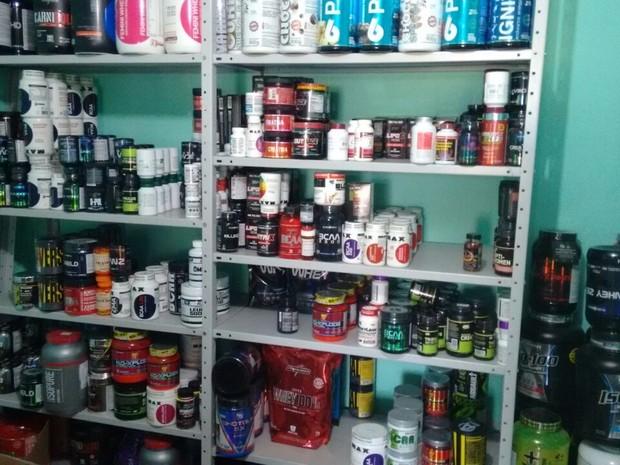 Homem mantinha estoque de medicamentos ilegais e efetuava as vendas pelo Facebook (Foto: Divulgação/PF )