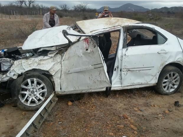 Tenente da PM morre em acidente e mais quatro ficam feridos (Foto: Divulgação/PRF)