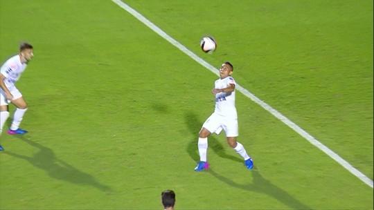 Entenda por que Vladimir Hernández ainda não estreou pelo Santos