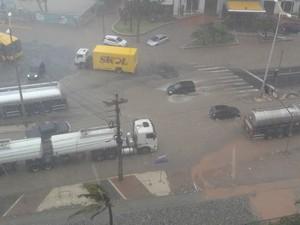 Lama tomo conta de cruzamento na Avenida Abolição, em Fortaleza. (Foto: Yamna Rafaela Jeronimo Silva/Arquivo Pessoal)