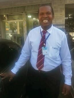 Flávio Dias da Silva, lavador de carros e funcionário de cartório do DF que passou na OAB antes de se formar (Foto: Raquel Morais/G1)