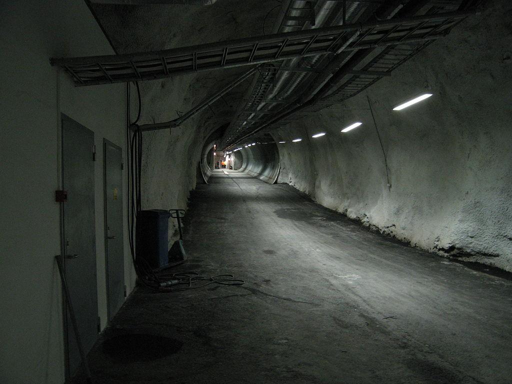 O corredor que dá acesso as instalações. (Foto: NordGen/Johan Bäckman/Domínio Público)
