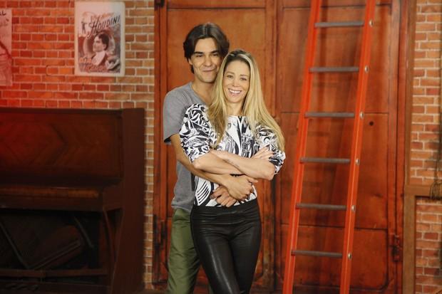 André Gonçalves e Danielle Winits estão namorando (Foto: Globo/Artur Meninea)