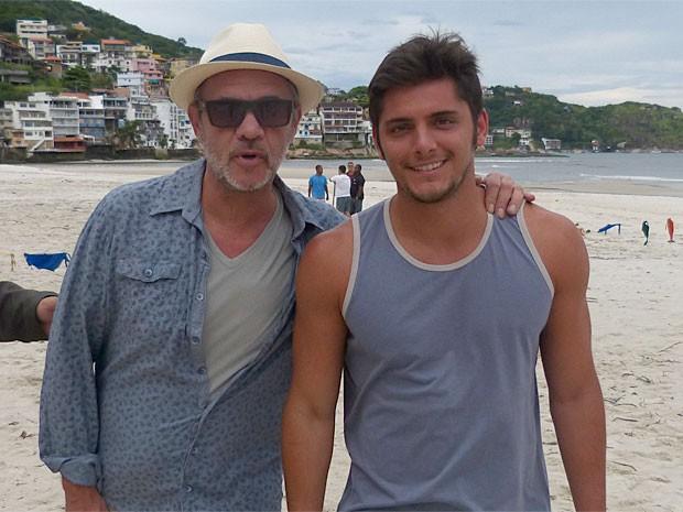 Jean Pierre Noher posa ao lado de Bruno Gissoni (Foto: Flor do Caribe/TV Globo)