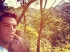 Danielle Winits viaja com o namorado e posta foto romântica em rede social