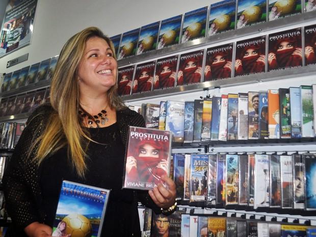 Ex-Ronaldinha lança DVDs em livraria de Peruíbe, SP (Foto: Orion Pires / Especial para o G1)