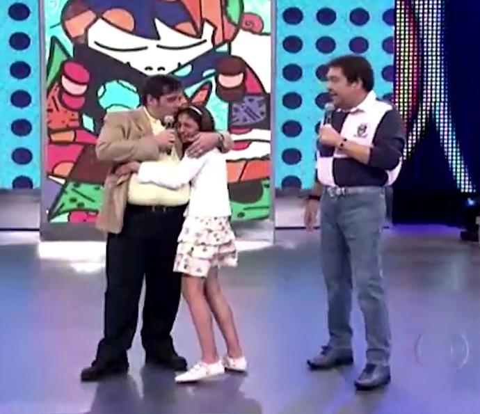 Pietra entrou no palco a convite do Faustão para abraçar o pai, Leandro Hassum (Foto: TV Globo)