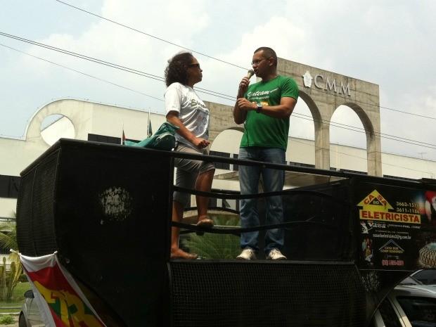 Protesto de professores aconteceu em frente à sede da Câmara Municipal de Manaus (Foto: Camila Henriques /G1 AM)