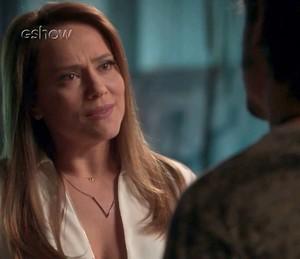 Lili diz a Rafael que mudou por causa dele (Foto: TV Globo)