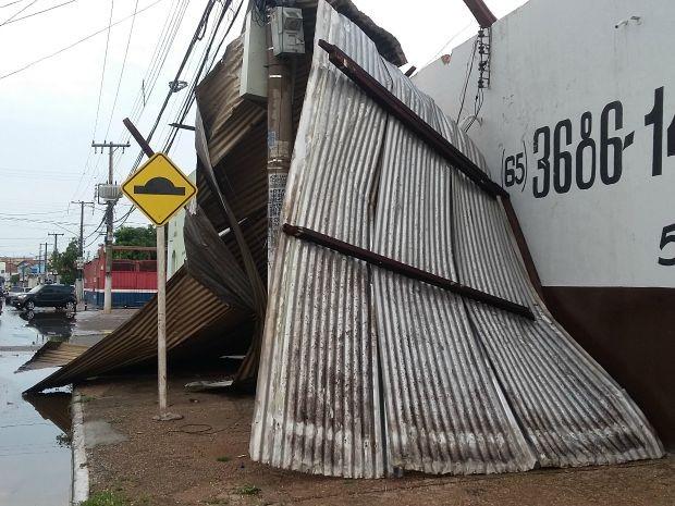 Chuva e vento provocaram estragos na Grande Cuiabá (Foto: Gisa dantas/Arquivo pessoal)