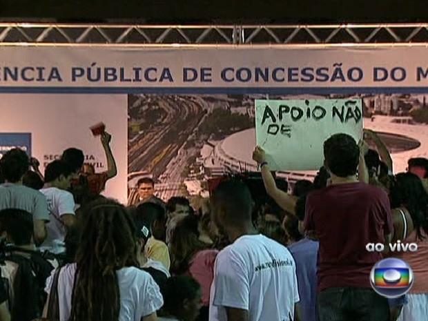Audiência ficou cheia de manifestantes, contrários às demolições (Foto: Reprodução / TV Globo)